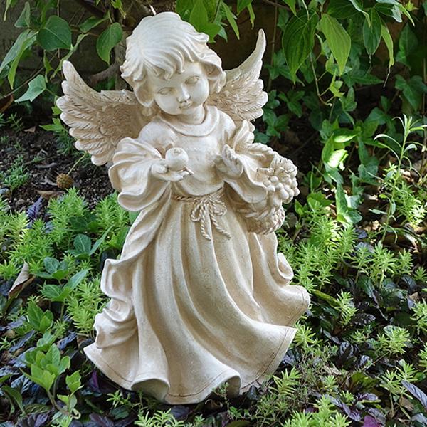 りんごを持つ天使