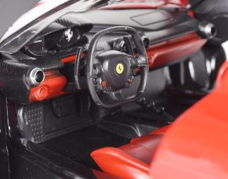 ラ・フェラーリ・車内